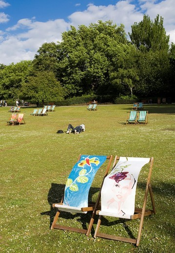 Stock Photo: 1566-831449 Lovers, Deckchairs, Regents Park, London, England, United Kingdom, Europe.