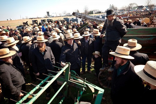 Amish men bid on farm equipment during the Annual Mud Sale to support the Fire Department in Gordonville, PA : Stock Photo