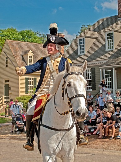 Mounted on a horse, an actor dressed as the Marquis de Lafayette reenacts a speech by the Revolutionary War hero in Colonial Williamsburg, VA, an assemblage of buildings populated with historical reenactors who demonstrate aspects of daily life in the pas. Mounted on a horse, an actor dressed as the Marquis de Lafayette reenacts a speech by the Revolutionary War hero in Colonial Williamsburg, VA, an assemblage of buildings populated with historical reenactors who demonstrate aspects of daily lif : Stock Photo
