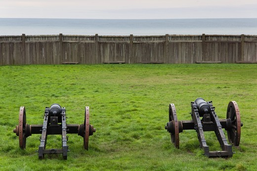 USA, California, Northern California, North Coast, Fort Ross, Fort Ross State Historic Park, site of Russian trading colony established in 1812, cannon : Stock Photo