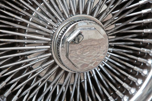 Stock Photo: 1566-834395 Close up of a spoked wheel of a vintage car