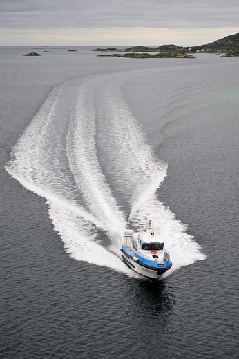 Stock Photo: 1566-834614 boat and wake, Sommaroy, County of Troms, Norway, Northern Europe