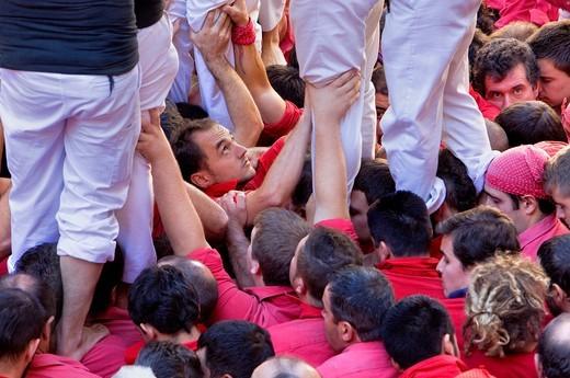 Colla Joves Xiquets de Valls ´Castellers´ building human tower, a Catalan tradition Fira de Santa Teresa, town festival  Plaça Vella El Vendrell Tarragona province, Spain : Stock Photo