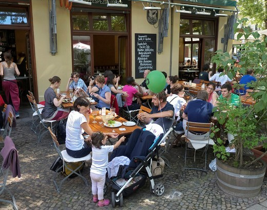 Busy pavement cafe serving brunch on a weekend morning in Prenzlauer Berg in Berlin Germany : Stock Photo