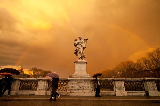 tourists with umbrellas and a rainbow over an angel the Bridge of Angels, Rome, Italy, Europe : Stock Photo