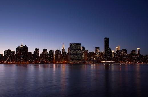 MIDTOWN SKYLINE EAST RIVER MANHATTAN NEW YORK CITY USA : Stock Photo