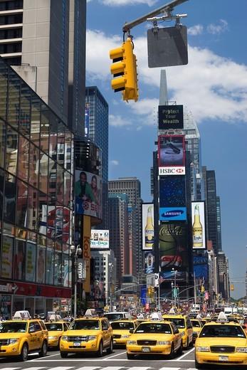 TAXI CABS TIMES SQUARE MIDTOWN MANHATTAN NEW YORK CITY USA : Stock Photo