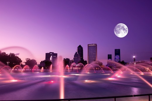 Stock Photo: 1566-839330 FRIENDSHIP PARK FOUNTAIN DOWNTOWN SKYLINE JACKSONVILLE FLORIDA USA