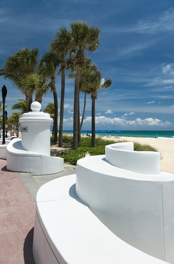 SEABREEZE BOULEVARD BEACH WAVE WALL PROMENADE FORT LAUDERDALE FLORIDA USA : Stock Photo