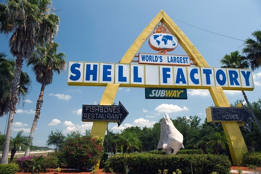 WORLDS LARGEST SHELL FACTORY SIGN NORTH FORT MYERS GULF COAST FLORIDA USA : Stock Photo
