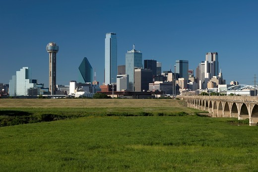 DOWNTOWN SKYLINE TRINITY RIVER GREENBELT PARK DALLAS TEXAS USA : Stock Photo