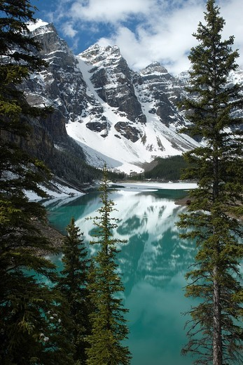 Stock Photo: 1566-840326 MORAINE LAKE WENNKCHEMNA PEAKS BANFF NATIONAL PARK ALBERTA CANADA