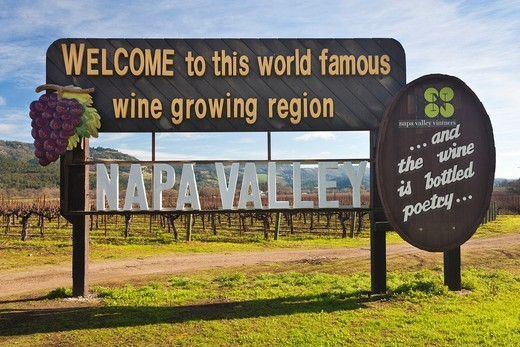 USA, California, Northern California, Napa Valley Wine Country, Calistoga, Napa Valley welcome sign : Stock Photo