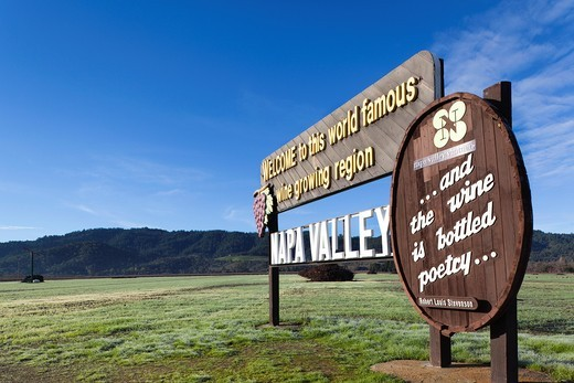 USA, California, Northern California, Napa Valley Wine Country, Napa, Welcome to Napa Valley sign : Stock Photo