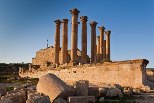 Jordan, Jerash, Roman-era city ruins, columns : Stock Photo