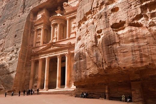 Stock Photo: 1566-842328 Jordan, Petra-Wadi Musa, Ancient Nabatean City of Petra, The Treasury, Al-Khazneh, NR