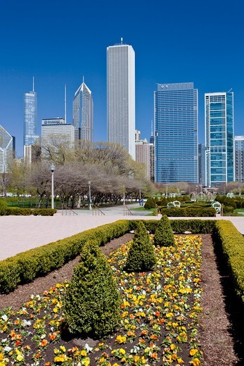 Flower beds and the Chicago skyline, Chicago, Illinois, USA : Stock Photo