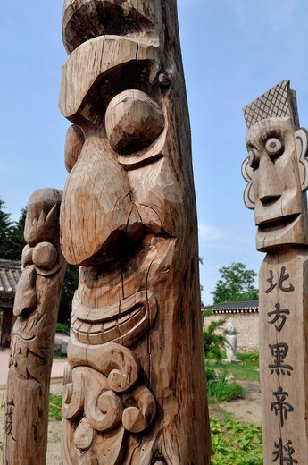 Seoul (South Korea): wooden statues by the National Folk Museum; usually put at the entrance of a village or on the roadside, they were prayed for the abundance of crops and to protect the villagers against evil spirits, ghosts and diseases : Stock Photo