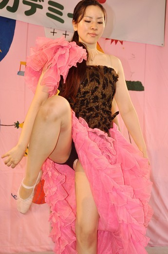 Naha (Japan): dance show at the Dragon Boat Festival : Stock Photo