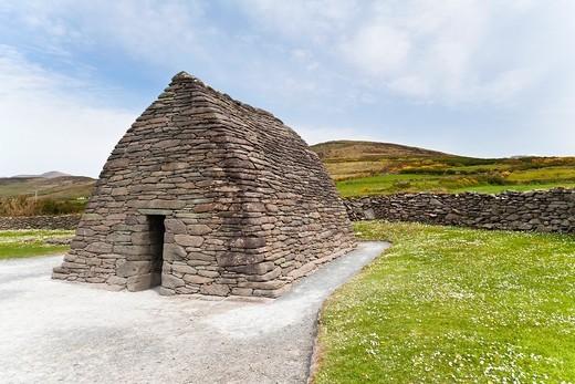 Stock Photo: 1566-848272 Gallarus Oratory on the Dingle Peninsula, County Kerry, Ireland, Europe