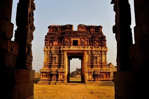 Stock Photo: 1566-848354 India, Karnataka, Hampi, on the World heritage list of UNESCO, former capital of Vijayanagara kingdom, Sule bazaar, temple of Achyutaraya