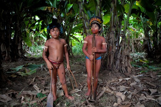 Xingu indians hunting in the Amazone, Brazil : Stock Photo