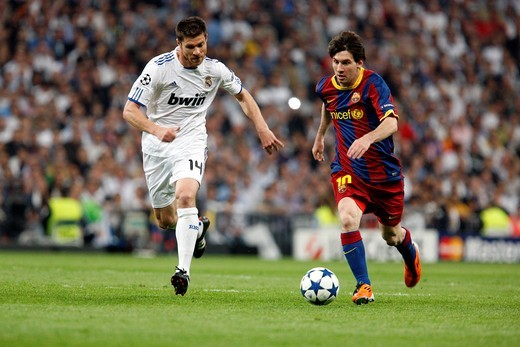 Messi with the ball marked by Xabi Alonso and Sergio Ramos, UEFA Champions League Semifinals game between Real Madrid and FC Barcelona, Bernabeu Stadiumn, Madrid, Spain : Stock Photo