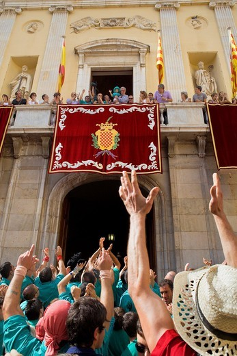 Enxaneta´child who rises to the top of the human tower celebrating a great success in the town hall balcony  Castellers de Sant Pere i Sant Pau ´Castellers´ is a Catalan tradition Festa de Santa Tecla, city festival  Plaça de la Font Tarragona, Spain : Stock Photo