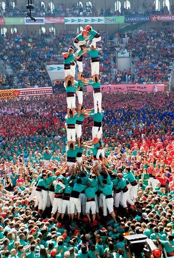 Castellers de Vilafranca ´Castellers´ building human tower, a Catalan tradition Biannual contest bullring Tarragona, Spain : Stock Photo