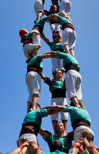 Castellers de Vilafranca ´Castellers´ building human tower, a Catalan tradition Santa Anna square Mataro  Barcelona province, Spain : Stock Photo