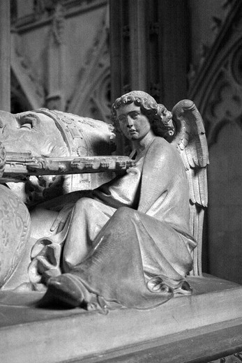 Stock Photo: 1566-855495 angel statue on tombstone in lincoln cathedral  lincoln, lincolnshire, England