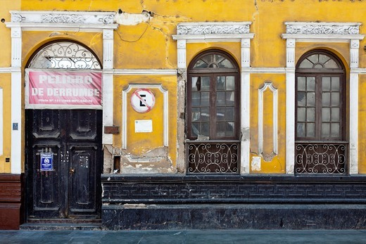 Abandoned colonial building with a sign reading Peligro de Derrumbe English: Danger of Collapse, Trujillo, La Libertad, Peru : Stock Photo