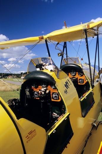 Old British trainer biplane De Havilland DH-82c Tiger Moth : Stock Photo