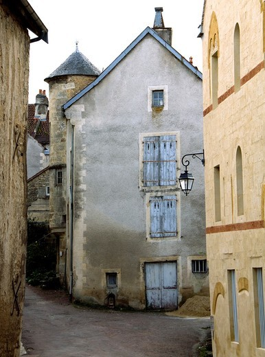 Stock Photo: 1566-859117 View of the streets of the village of Flavigny sur Ozerain, Cote d´Or 21, in Burgundy, where was filmed the hollywood´s movie ´Chocolat´