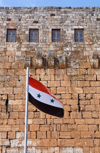 Syrian flag flying outside Krak Des Chevaliers, crusader castle, Syria : Stock Photo
