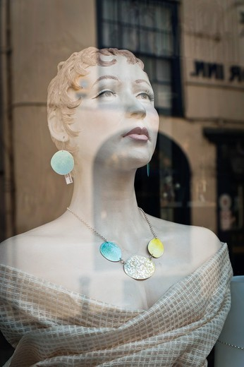 Stock Photo: 1566-859870 Shop dummy in jewelry store window, Hastings, East Sussex, England, UK