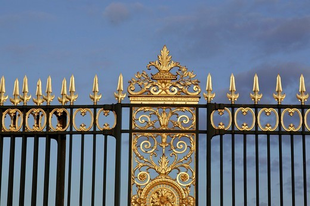 Decorative gates at the Place de la Concorde entrance to the Tuileries, Paris, France : Stock Photo