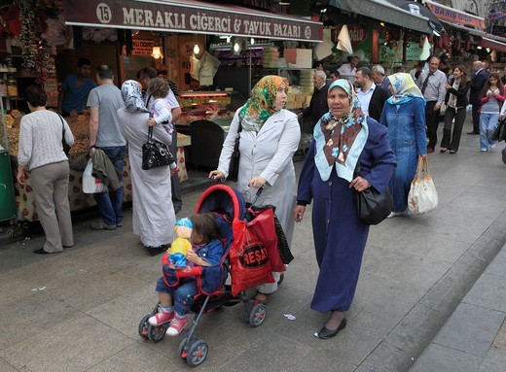 Stock Photo: 1566-860676 Turkey, Istanbul, Spice Bazaar, Egyptian Market, people,