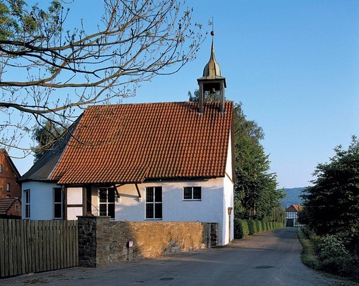 Germany, Minden, Weser, Mittlere Weser, Mittleres Wesertal, Bastau, Mittelland Canal, Wesergebirge, Wiehengebirge, North Rhine-Westphalia, Minden-Haddenhausen, chapel of castle Haddenhausen, evening mood : Stock Photo