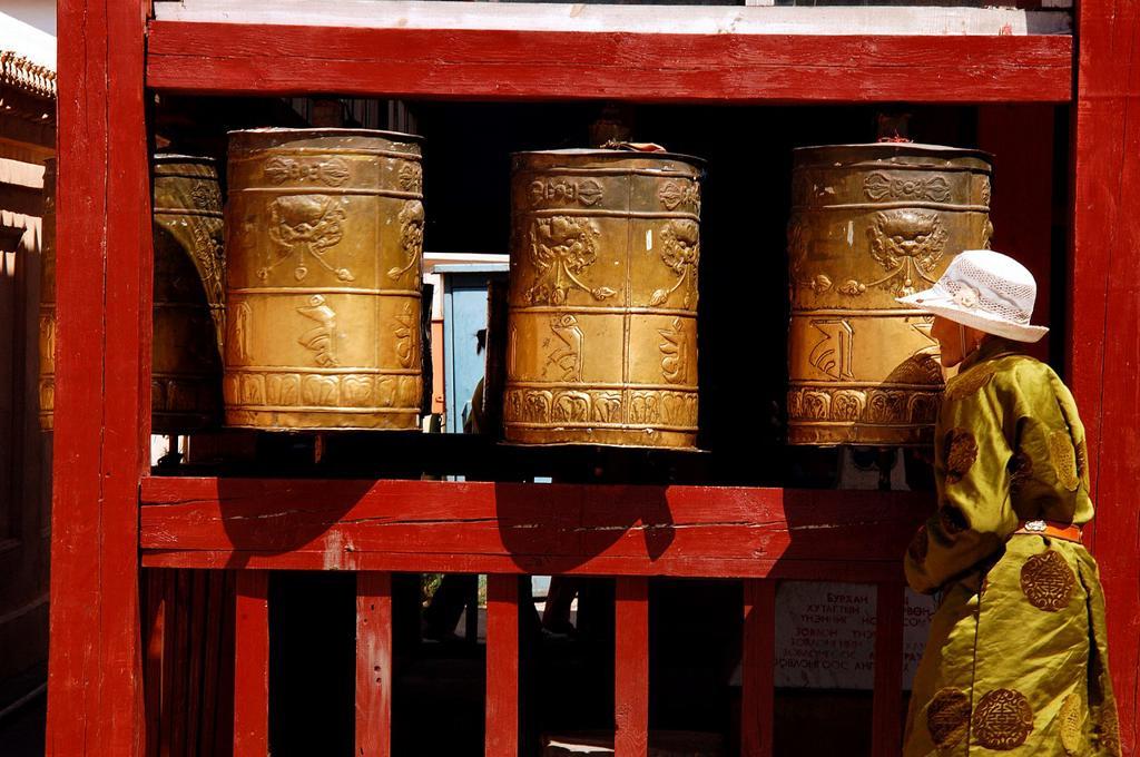 Stock Photo: 1566-861831 Gandantegchenling monastery, an important center of Buddhist teaching, Ulan Bator, Mongolia