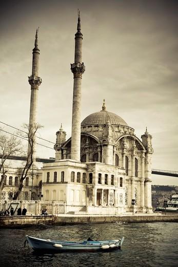 Stock Photo: 1566-861914 Ortaköy Mosque or Buyuk Mecidiye Camii  Istanbul, Turkey
