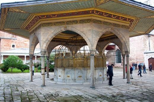 Stock Photo: 1566-861922 Fountain Sadirvan for ritual ablutions  Hagia Sophia or Ayasofya  Istanbul, Turkey