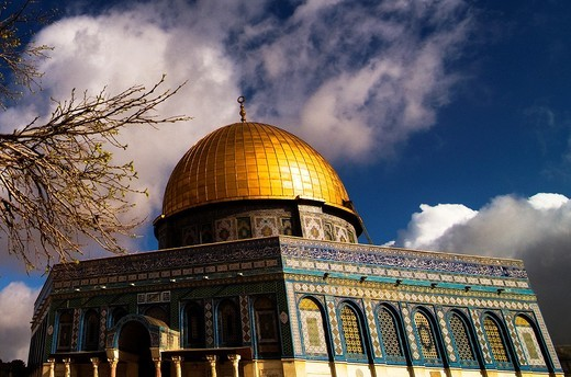Beautiful view of the Dome of the Rock as seen from the grounds of the Temple Mt. in the old city of Jerusalem. : Stock Photo