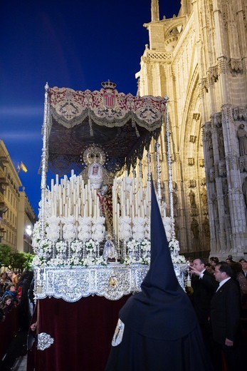 The float of the Virgin de las Mercedes arriving to the Cathedral, Holy Week 2008, Seville, Spain : Stock Photo