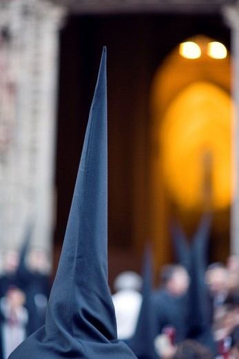 Hooded penitents entering Seville´s cathedral, Holy Week 2008 : Stock Photo