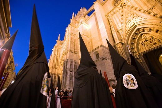 Stock Photo: 1566-867922 Hooded penitents entering Seville´s cathedral, Holy Week 2008, Spain