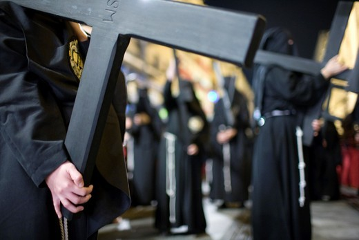 Penitents bearing wooden crosses, Holy Week 2008, Seville, Spain : Stock Photo