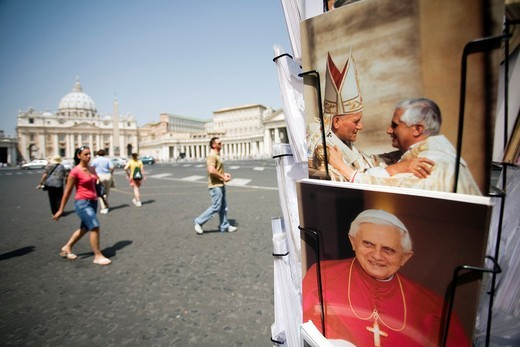 Stock Photo: 1566-867973 Vatican postcards with the image of the popes Benedict XVI and John Paul II, Vatican