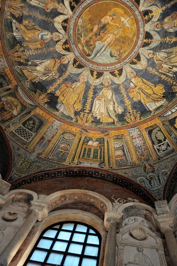 Ravenna (Italy): mosaic on the dome of Battistero Neoniano : Stock Photo