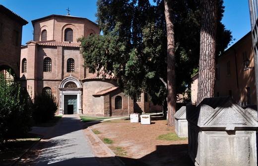 Ravenna (Italy): the entrance of the Basilica of San Vitale : Stock Photo